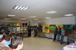 Schüler des Jahrgang 7 stellen ihre Kunstwerke vor.