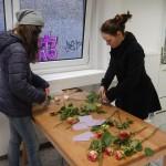 Beim Vorbereiten der Rosen